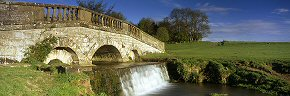 bridge in hovingham park - ym0213